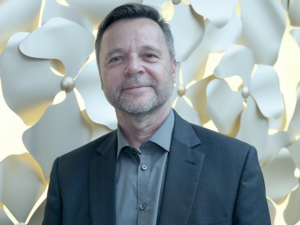 Alfred Stockinger, Pflegedirektor des Universitätsklinikums Regensburg im Interview über Arbeitslast und Verantwortungen in der Pflege sowie die Rolle der Digitalisierung bei der Entlastung von Mitarbeitern