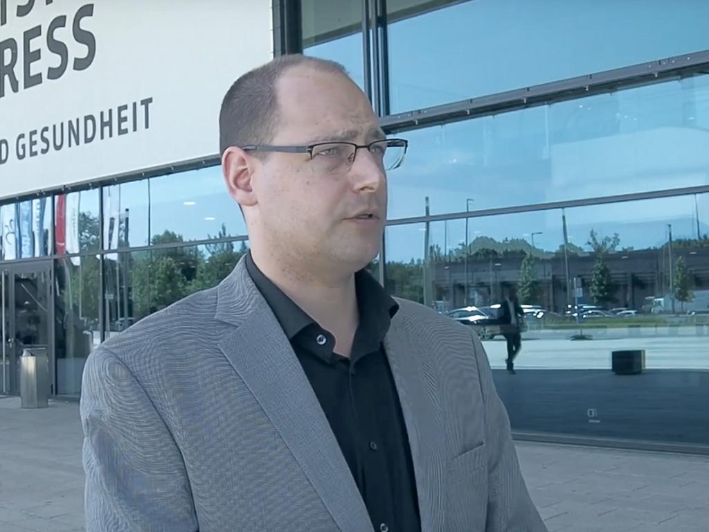 Sebastian Teschler im Interview ueber Entlastung in der Pflege durch Digitalisierung